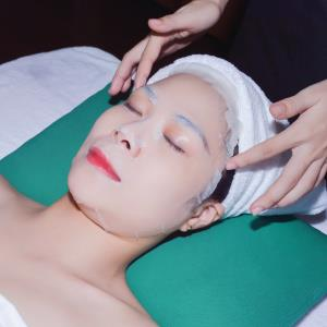 Treatment with Ice skin technology at 8°C with stimulate metabolism and tighten pores.