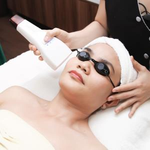 Remove the dark spots by IPL technology.