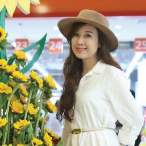 Ms Dinh Phuong Thao - 31 age